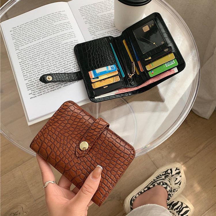 2021新款韩版女士钱包短款鳄鱼纹真皮质感拉链搭扣两折学生零钱包